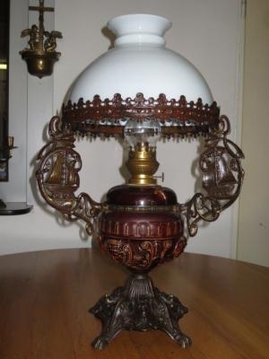 č.1259 lampa stolní petrolejová