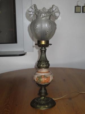č.130 lampa stolní