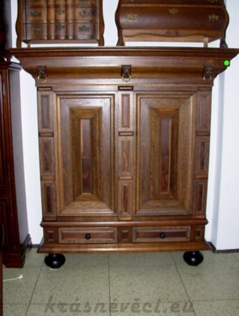 č.1150 skříň šatní dekorativní